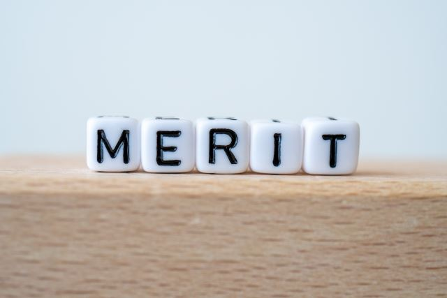 meritと書かれたサイコロ/